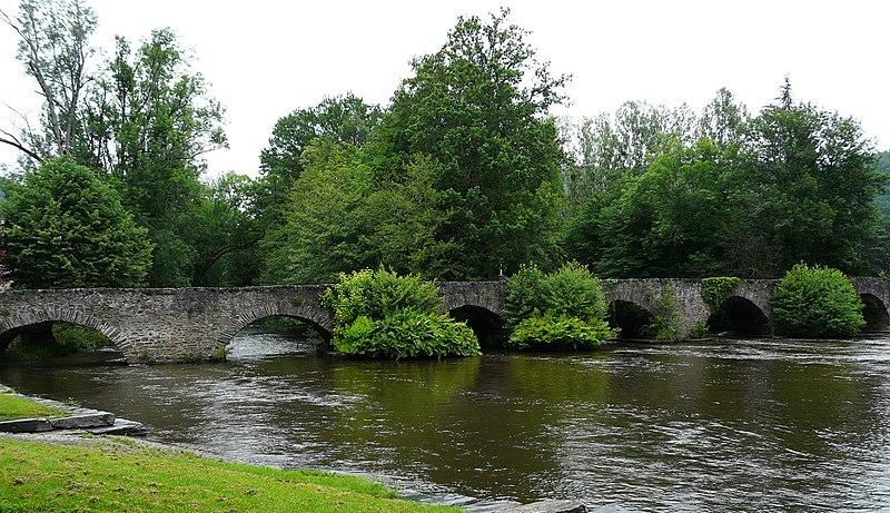 Photo du Monument Historique Vieux pont du Saillant sur la Vézère (également sur commune de Voutezac) situé à Allassac