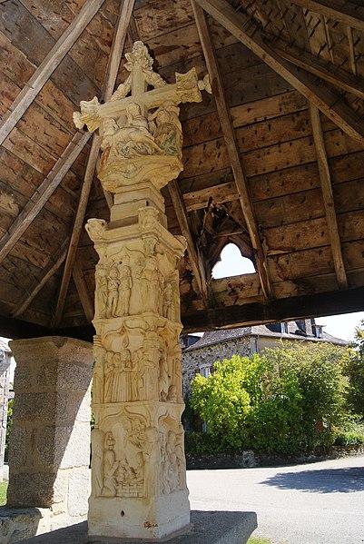 Photo du Monument Historique Croix couverte de l'ancien cimetière situé à Bassignac-le-Haut