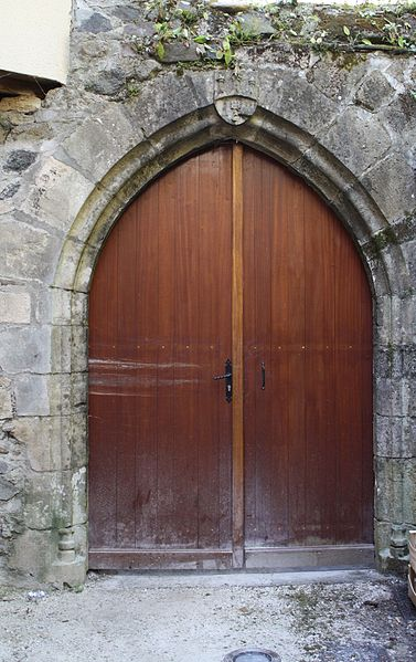 Photo du Monument Historique Porte aux armes de la ville situé à Beaulieu-sur-Dordogne