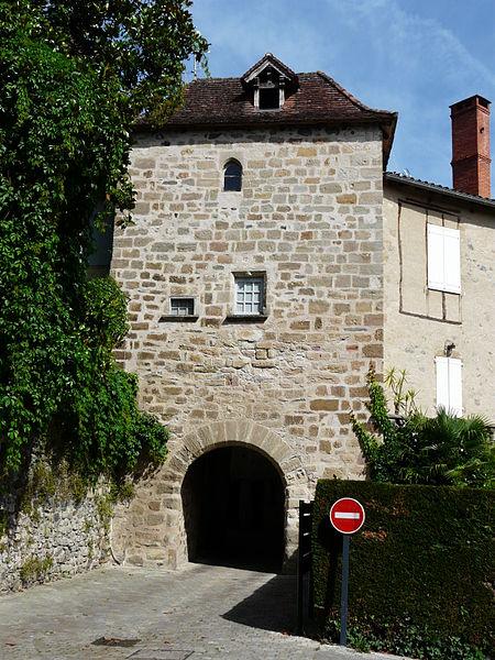 Photo du Monument Historique Porte dite de La Tour situé à Beaulieu-sur-Dordogne