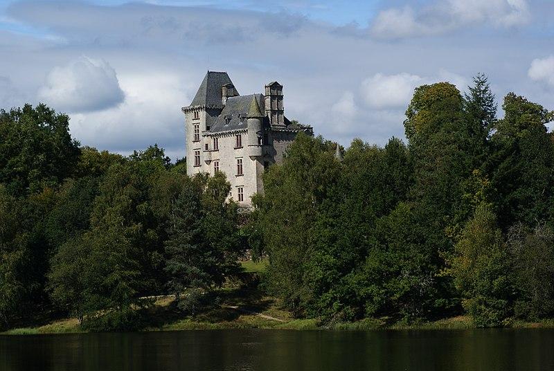 Photo du Monument Historique Château de Sedières situé à Clergoux
