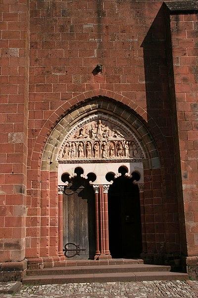 Photo du Monument Historique Eglise Saint-Pierre ou Saint-Sauveur situé à Collonges-la-Rouge