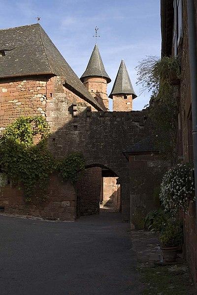Photo du Monument Historique Enceinte fortifiée de la ville situé à Collonges-la-Rouge
