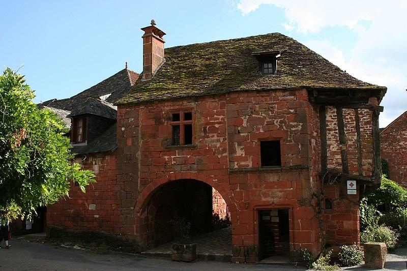 Photo du Monument Historique Maison du 16e siècle dite «maison de la Sirène» situé à Collonges-la-Rouge