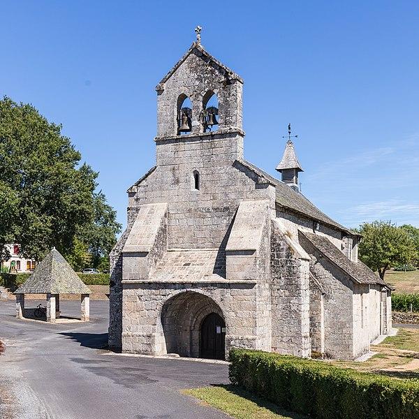Photo du Monument Historique Eglise Saint-Maurice, et croix du cimetière situé à Darnets