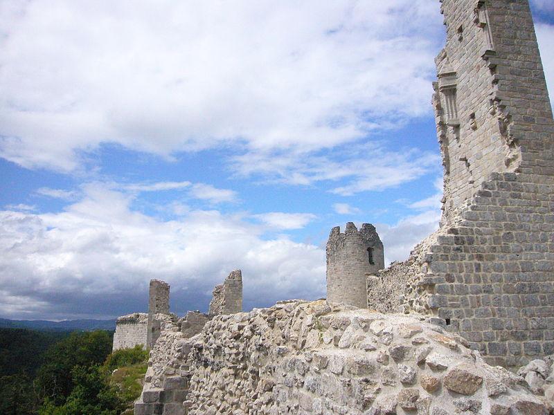Photo du Monument Historique Ruines du château de Ventadour situé à Moustier-Ventadour