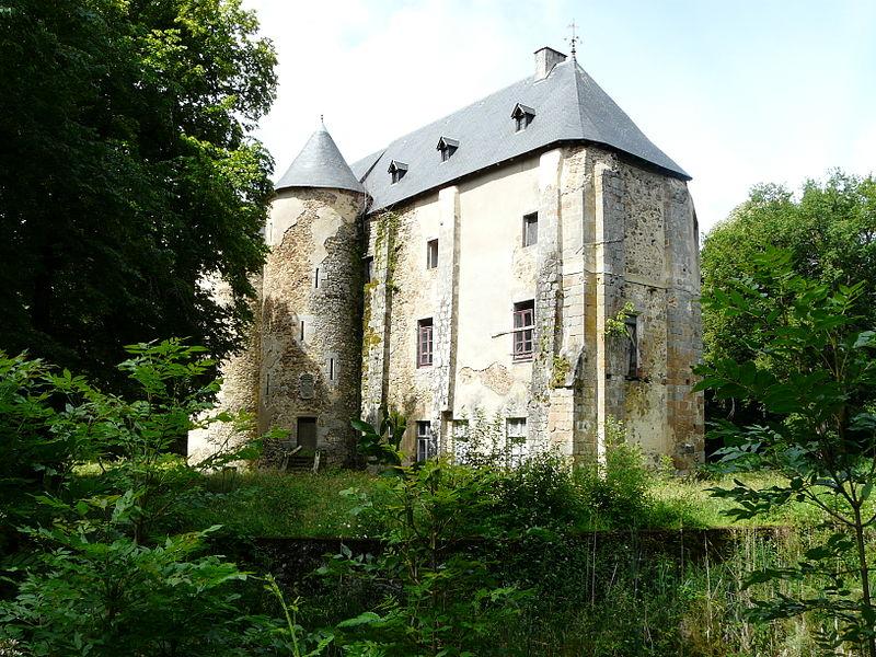 Photo du Monument Historique Château du Bazaneix situé à Saint-Fréjoux