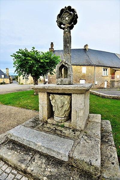 Photo du Monument Historique Croix situé à Saint-Yrieix-le-Déjalat