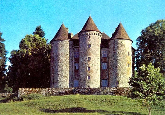 Photo du Monument Historique Château de Pierrefitte situé à Sarroux