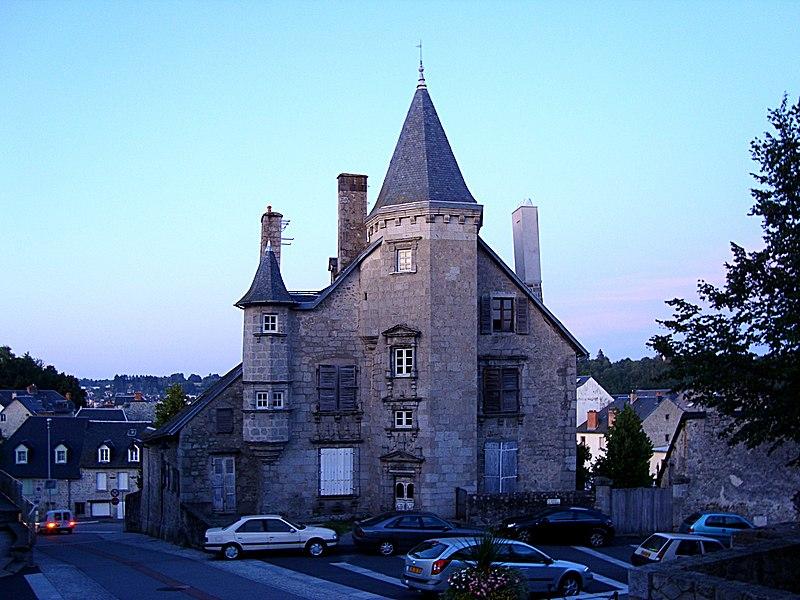 Photo du Monument Historique Hôtel Ventadour situé à Ussel