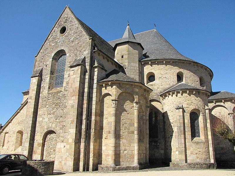 Photo du Monument Historique Eglise Saint-Pierre situé à Vigeois