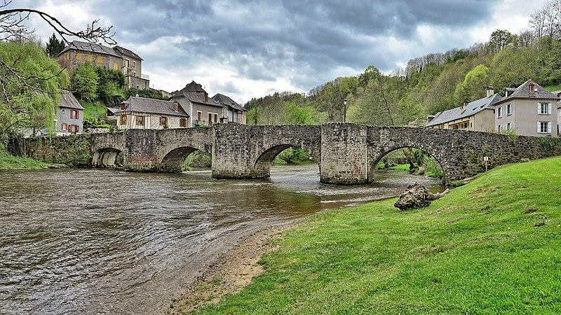 Photo du Monument Historique Vieux pont sur la Vézère situé à Vigeois