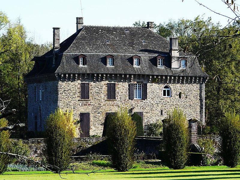 Photo du Monument Historique Château du Saillant situé à Voutezac
