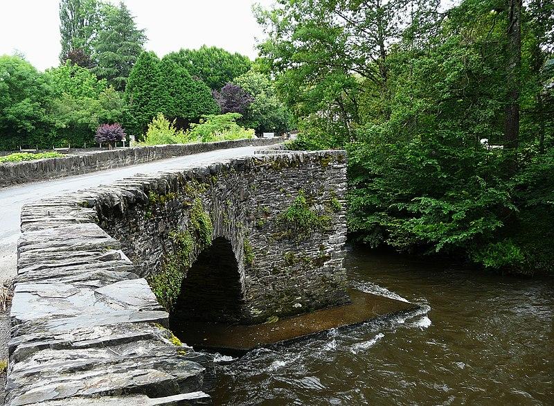 Photo du Monument Historique Vieux pont du Saillant sur la Vézère (également sur commune d'Allassac) situé à Voutezac