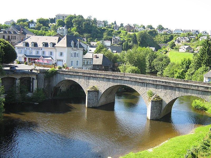 Photo du Monument Historique Pont Turgot sur la Vézère situé à Uzerche