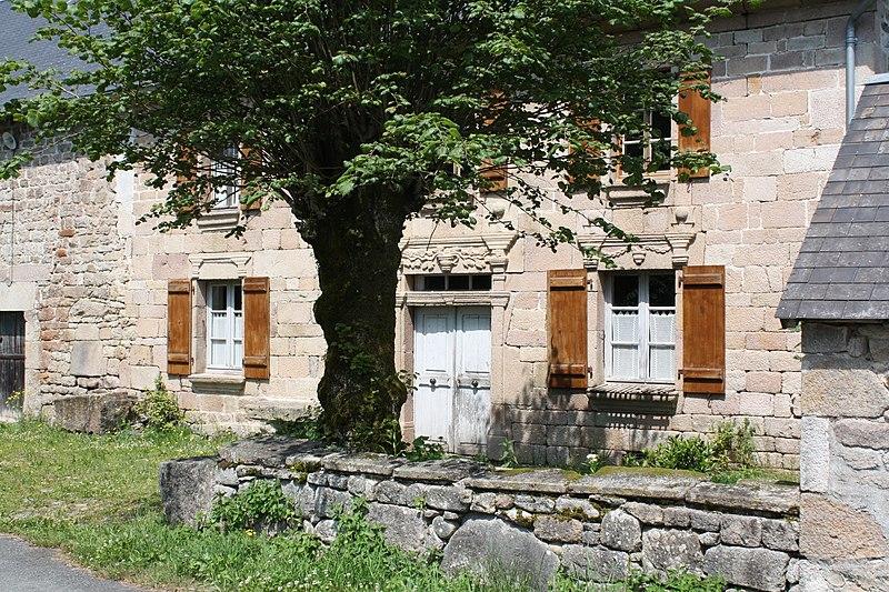 Photo du Monument Historique Ferme de Drouillat (maison et dépendances) situé à Peyrelevade