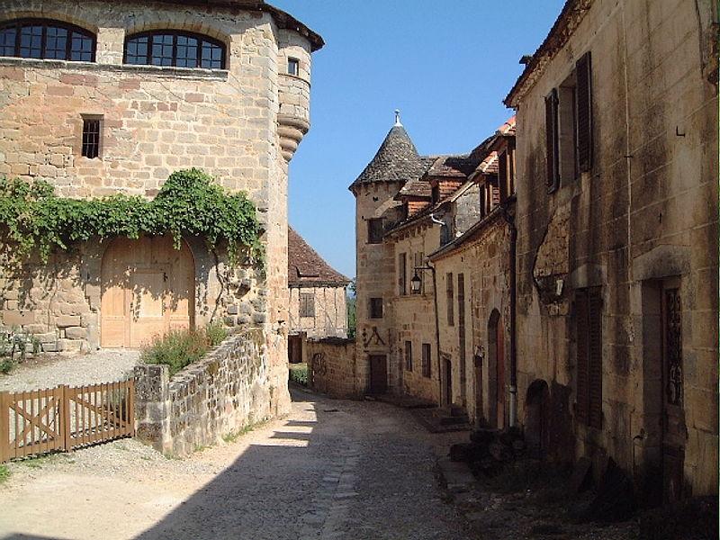Photo du Monument Historique Maison du 16e siècle situé à Curemonte
