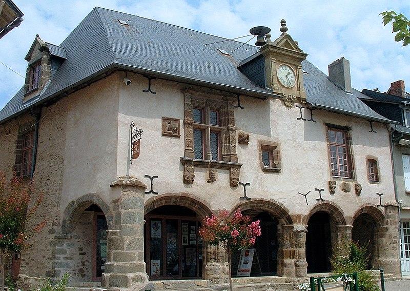 Photo du Monument Historique Maison Renaissance situé à Lubersac