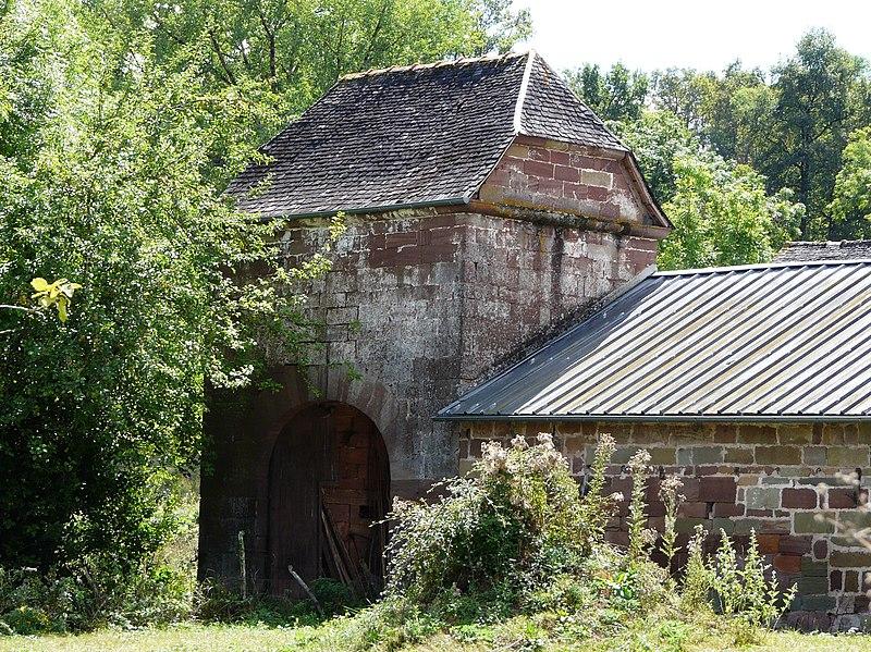 Photo du Monument Historique Pigeonnier-porche situé à Varetz