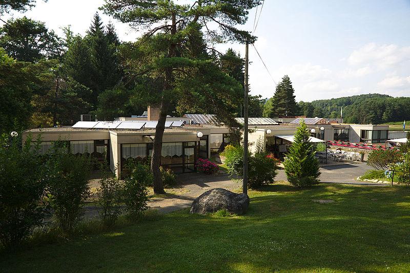 """Photo du Monument Historique Centre communautaire du village de vacances du Gril, dit aussi """" domaine du Lac """" situé à Egletons"""