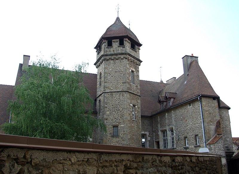 Photo du Monument Historique Château des Princes de Condé situé à Arnay-le-Duc