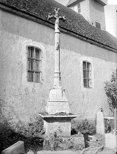 Photo du Monument Historique Croix de cimetière situé à Athie