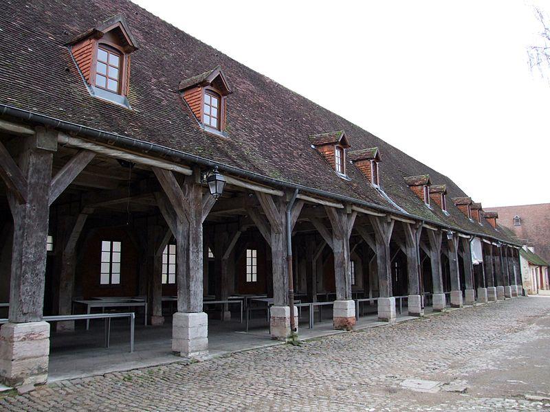 Photo du Monument Historique Halles situé à Auxonne