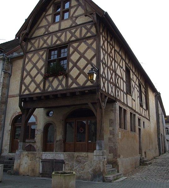 Photo du Monument Historique Maison en pans de bois et briques situé à Auxonne