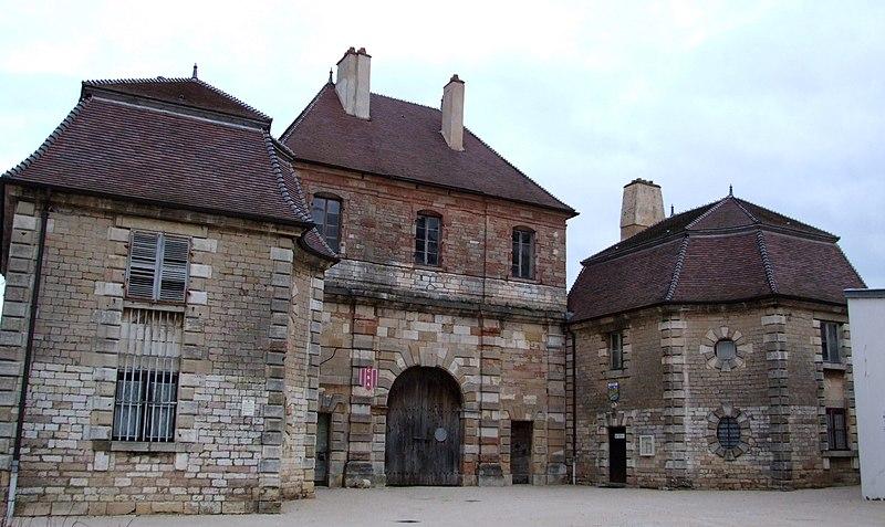 Photo du Monument Historique Porte Royale dite aussi Tour du Cygne situé à Auxonne