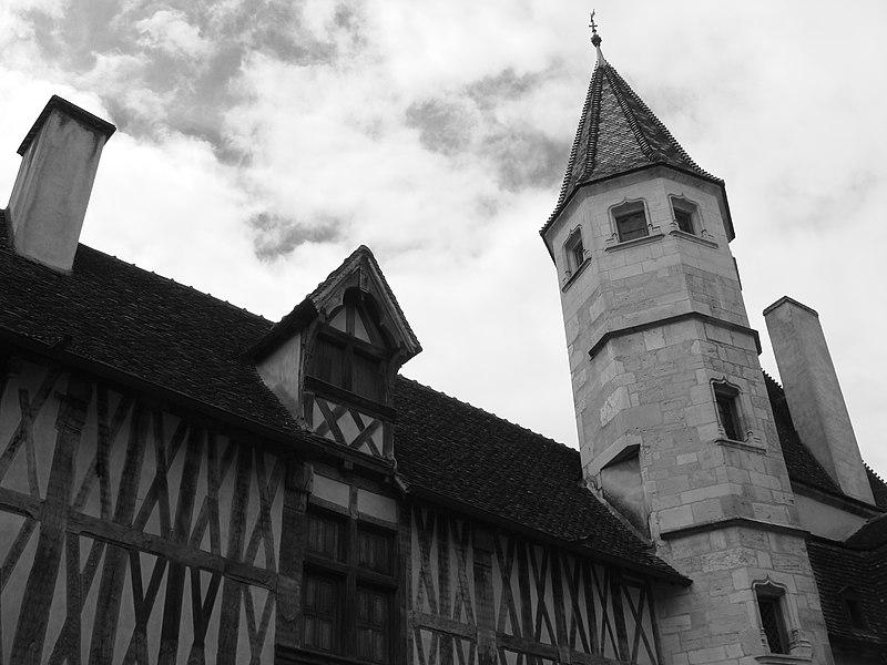 Photo du Monument Historique Hôtel de Saulx situé à Beaune