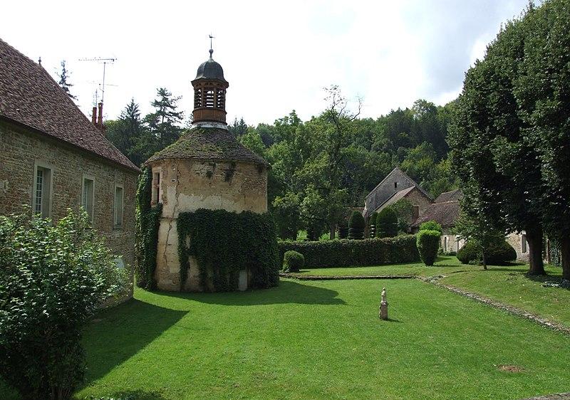 Photo du Monument Historique Ancienne Abbaye cistercienne de la Bussière, actuellement Centre d'accueil et de rencontre situé à Bussière-sur-Ouche (La)