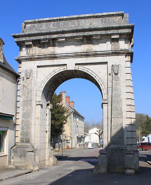 Photo du Monument Historique Porte de ville dite Porte de Paris situé à Châtillon-sur-Seine