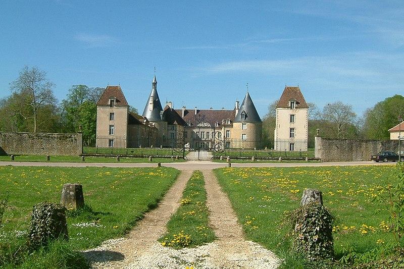 Photo du Monument Historique Château de Commarin situé à Commarin