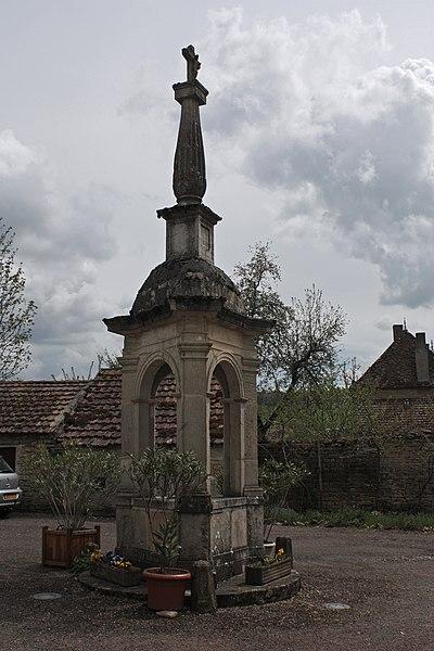 Photo du Monument Historique Reposoir situé à Commarin