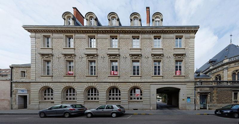 Photo du Monument Historique Ecole Saint-François de Sales situé à Dijon