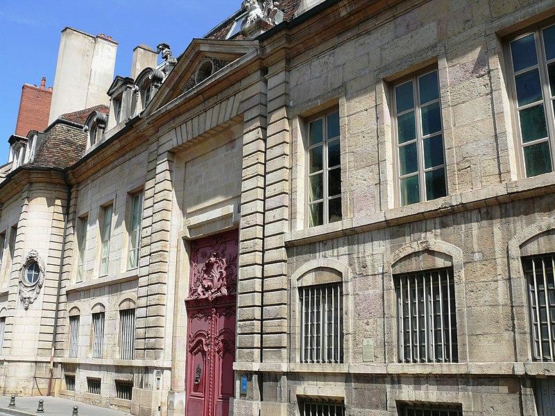 Photo du Monument Historique Hôtel Chartraire de Montigny et hôtel du Commandant militaire situé à Dijon