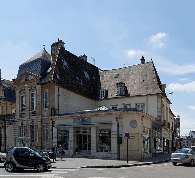 Photo du Monument Historique Hôtel de Lux situé à Dijon