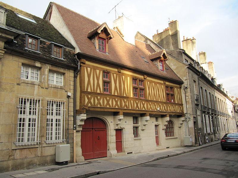 Photo du Monument Historique Maison à pans de bois situé à Dijon