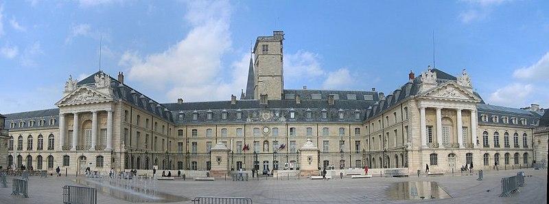 Photo du Monument Historique Palais des Ducs et des Etats de Bourgogne situé à Dijon