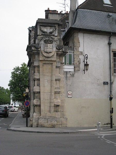 Photo du Monument Historique Porte Saint-Pierre situé à Dijon