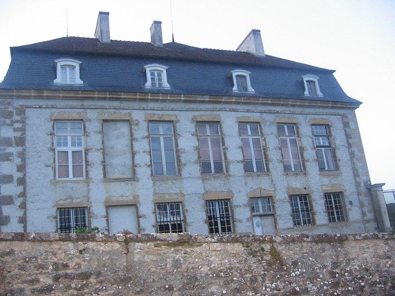 Photo du Monument Historique Château situé à Flée