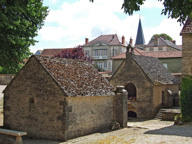 Photo du Monument Historique Chapelle, lavoir et abreuvoir formant un ensemble situé à Fontaines-en-Duesmois