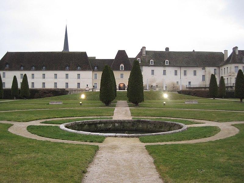 Photo du Monument Historique Château des Abbés de Citeaux situé à Gilly-lès-Cîteaux