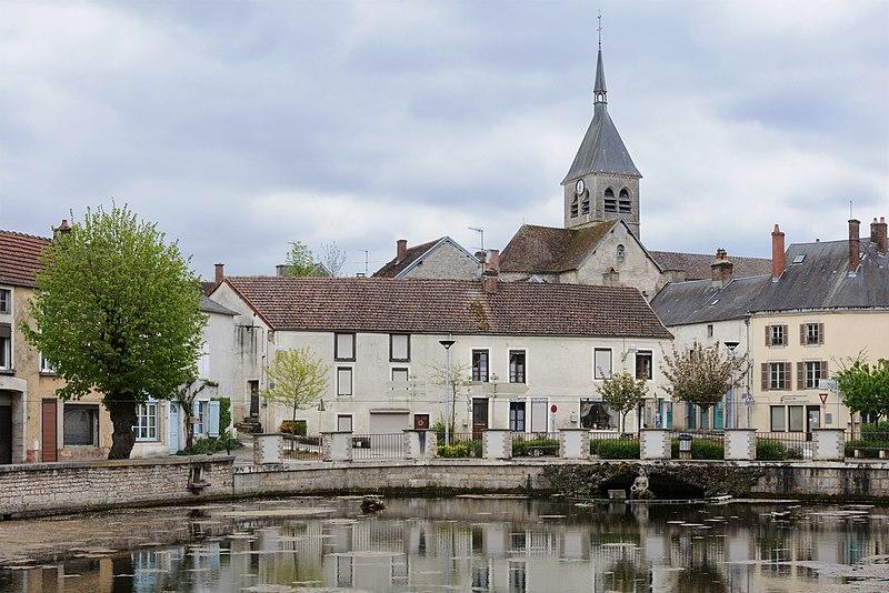 Photo du Monument Historique Eglise situé à Laignes
