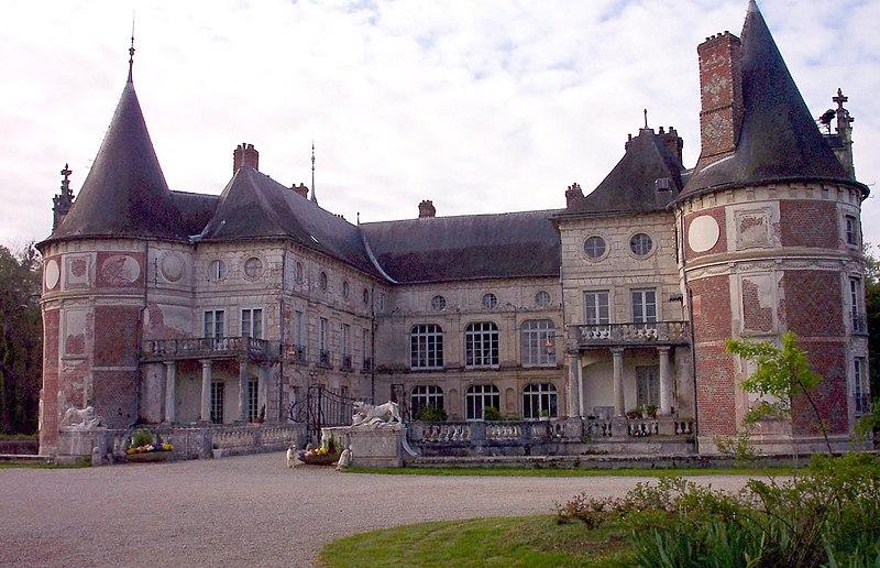Photo du Monument Historique Château avec ses douves et ses communs situé à Longecourt-en-Plaine