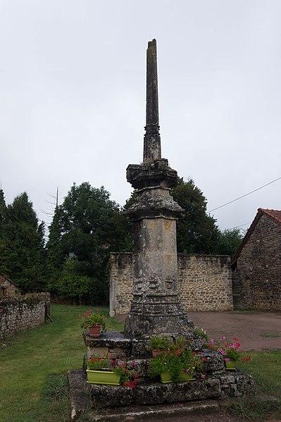 Photo du Monument Historique Calvaire (restes) situé à Marcilly-lès-Vitteaux