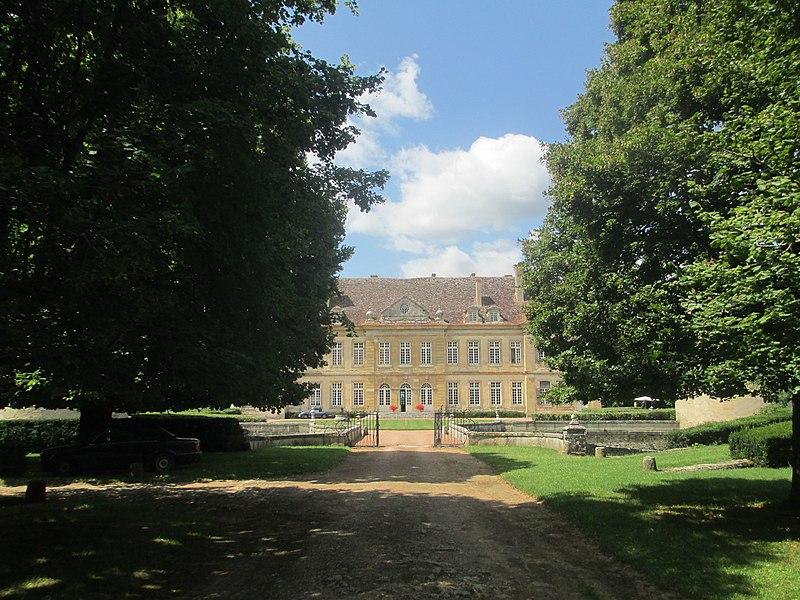 Photo du Monument Historique Château situé à Missery