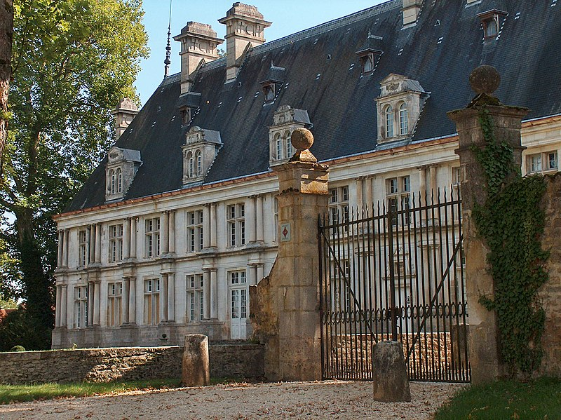 Photo du Monument Historique Château situé à Montigny-sur-Aube