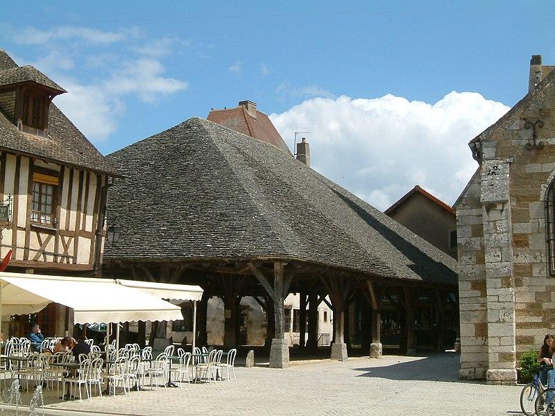 Photo du Monument Historique Halle aux grains situé à Nolay