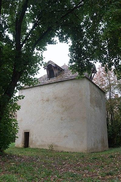 Photo du Monument Historique Pigeonnier proche du château situé à Posanges